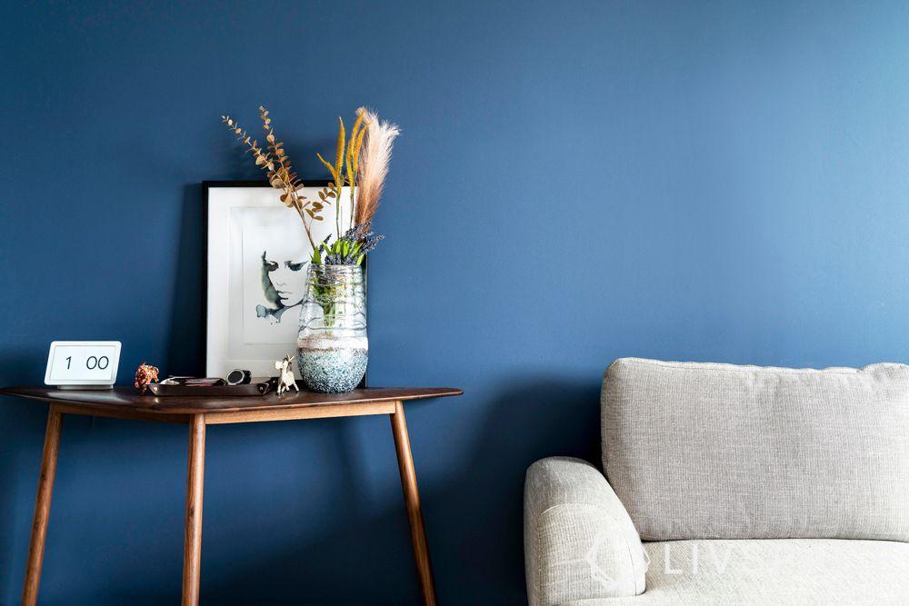 living-room-interior-design-accessories-plant-collectibles