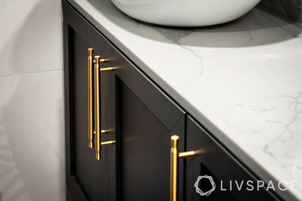 5-room-flat-design-bathroom-metallic-handles