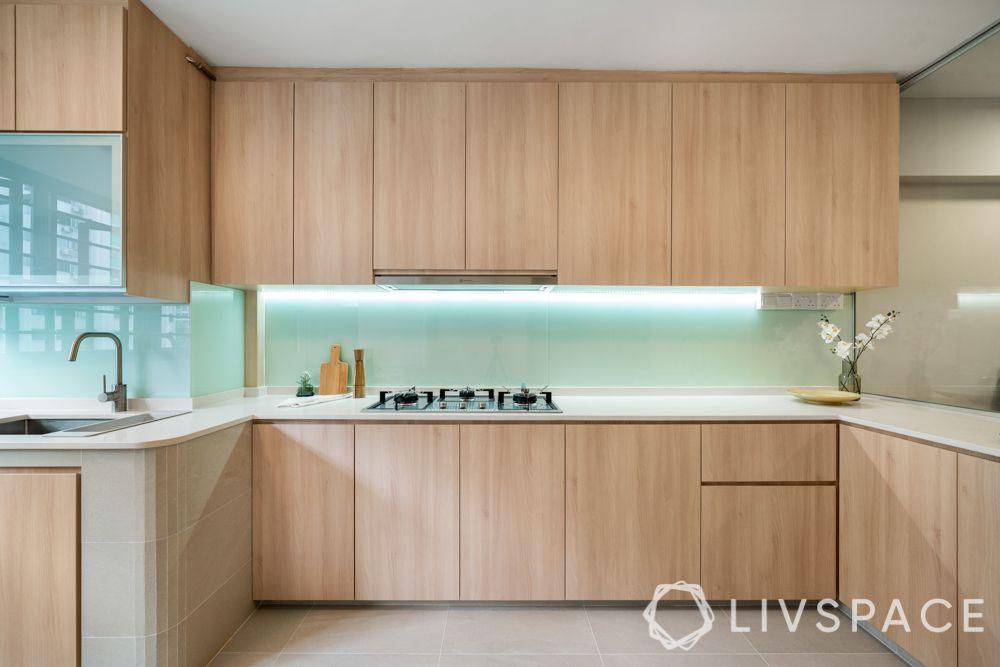 4-room-resale-renovation-kitchen-glass-backsplash