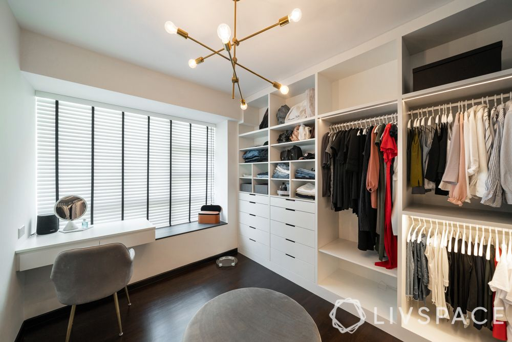 3-room-flat-walk-in-wardrobe-dresser-light
