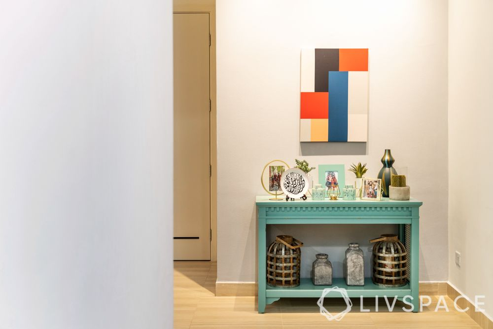 3-room-condo-foyer-console-table-wall-painting