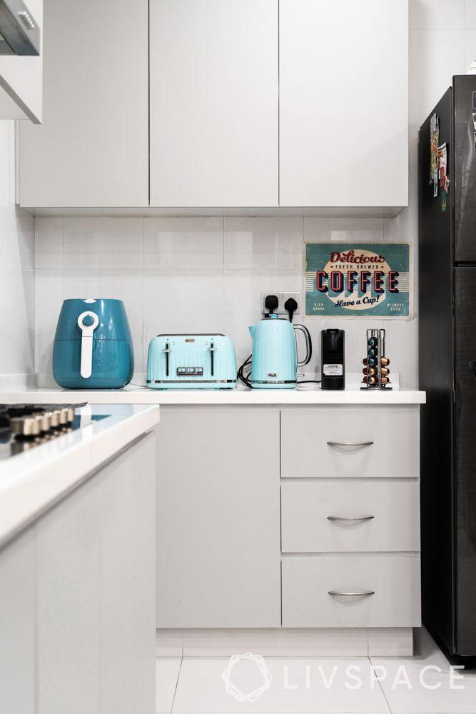 3-room-condo-kitchen-coffee-corner