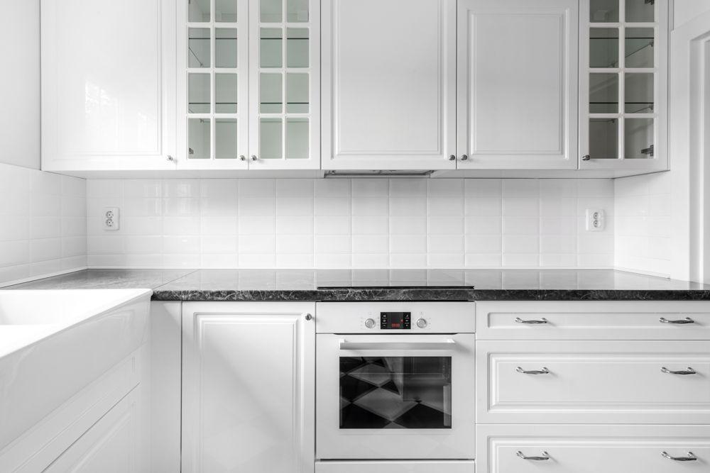kitchen-cabinet-aluminum-white