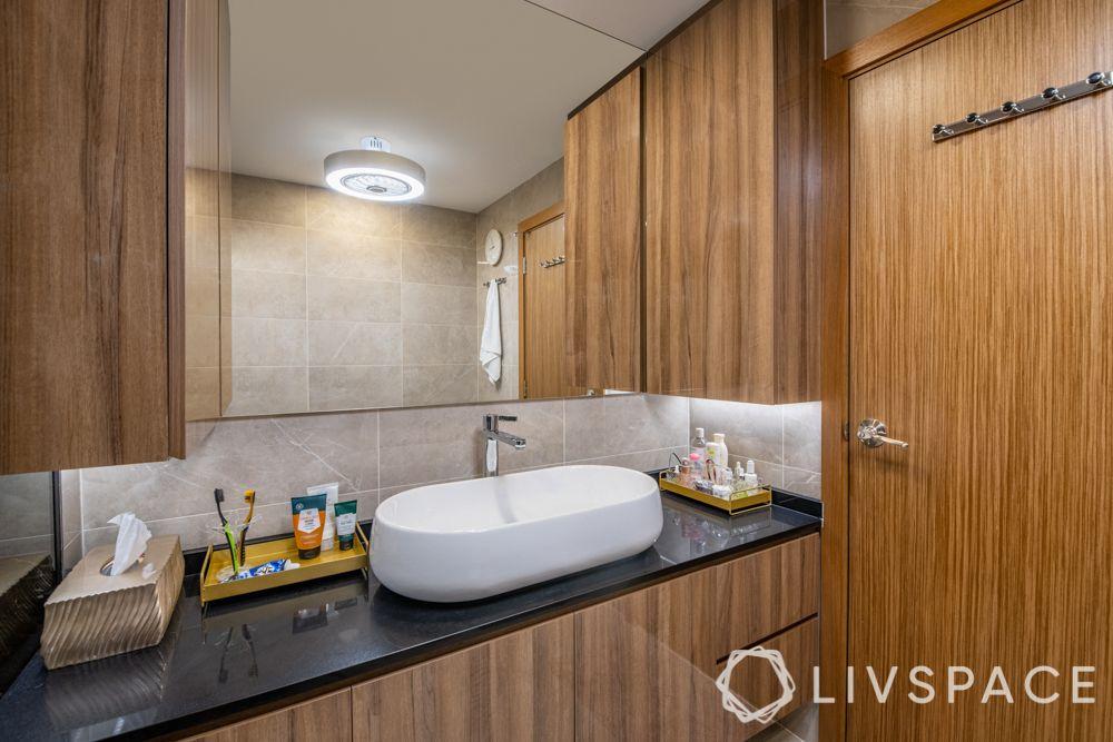 modern-interior-design-bathroom-mirror-black-countertop
