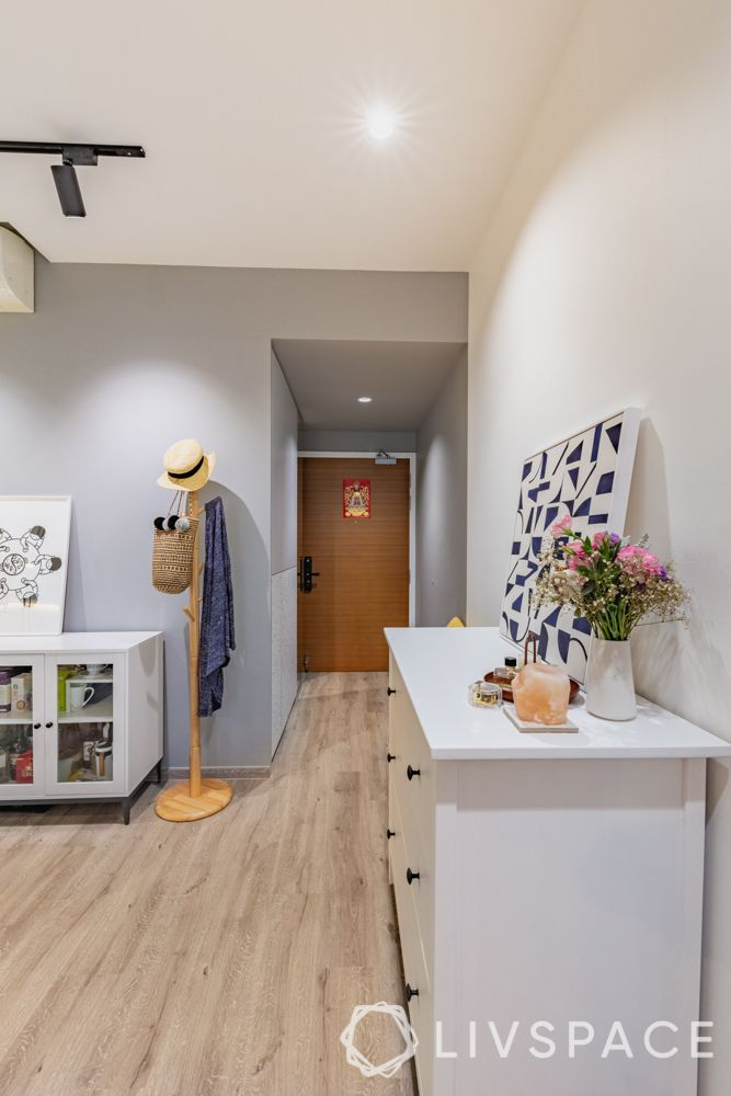 3-room-renovation-foyer-grey-wall-ceiling-wooden-clothes-rack