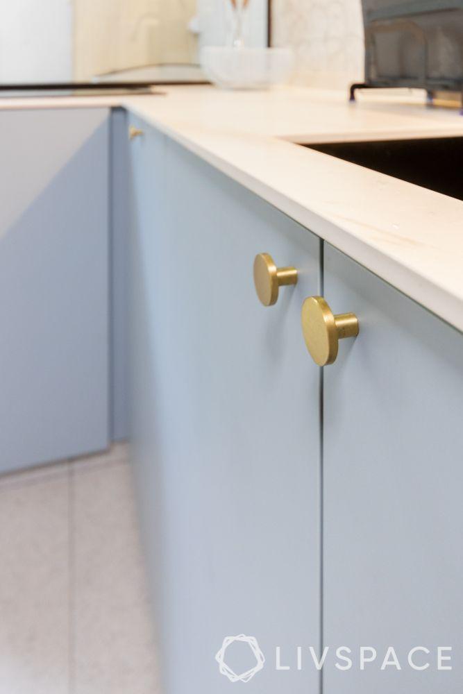 4-room-hdb-design-kitchen-base-cabinets-metallic-knobs