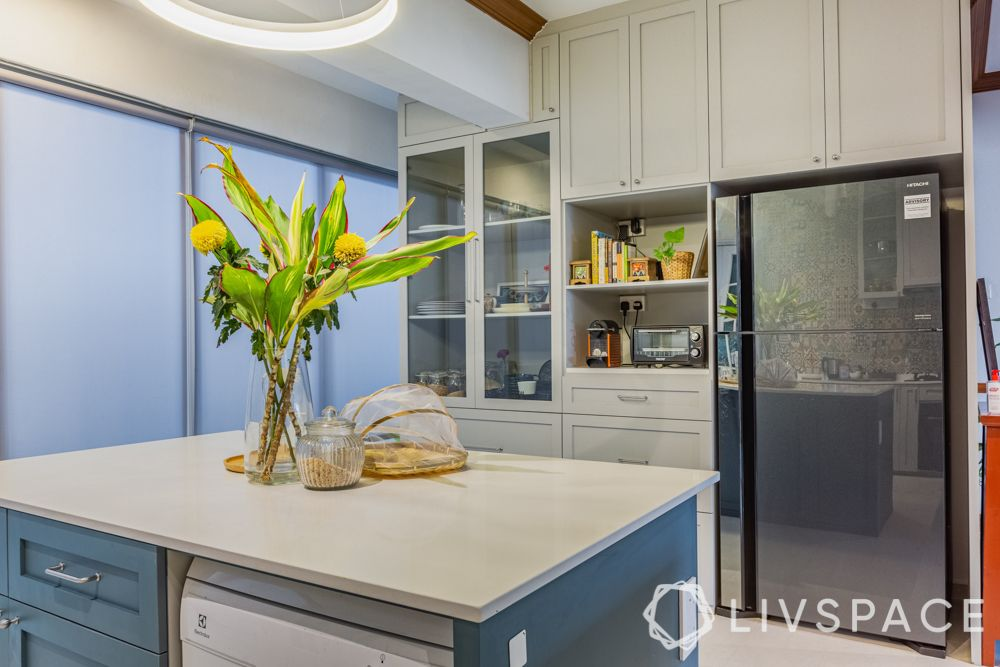 kitchen-with-island-functionality-storage-drawers