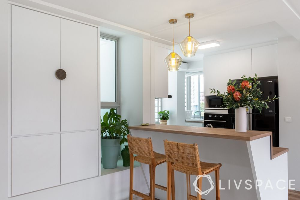 kitchen-with-island-high-chairs-pendant-lights