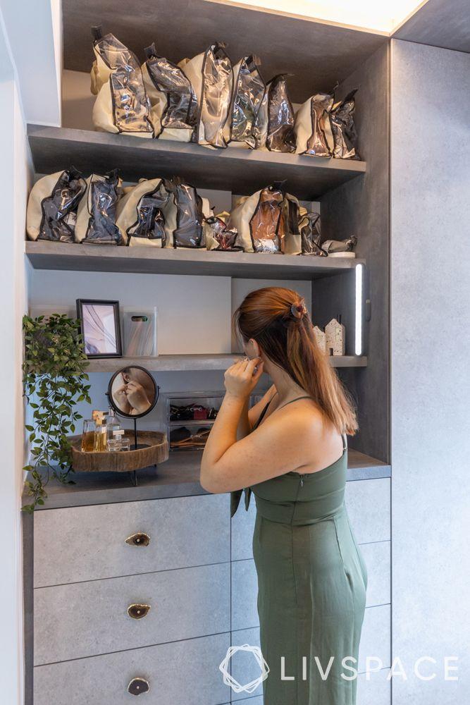 3-room-resale-flat-walk-in-wardrobe-dresser-mirror