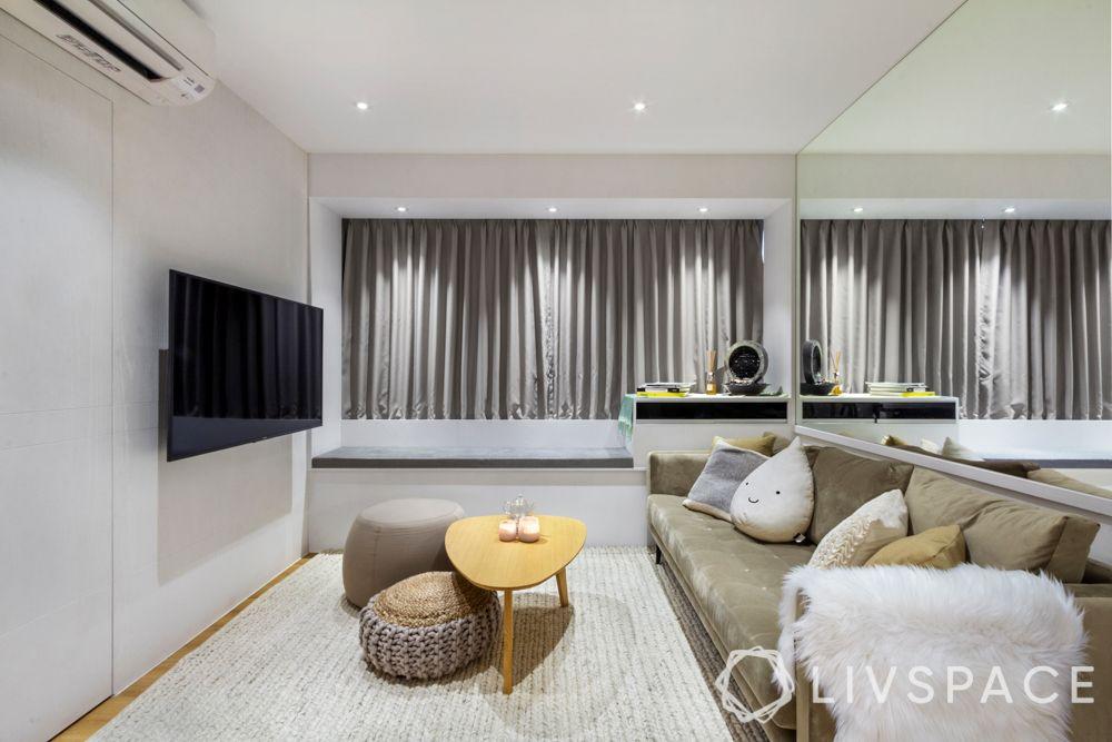 space-saving-ideas-living-room-velvet-sofa-ottomans-rug