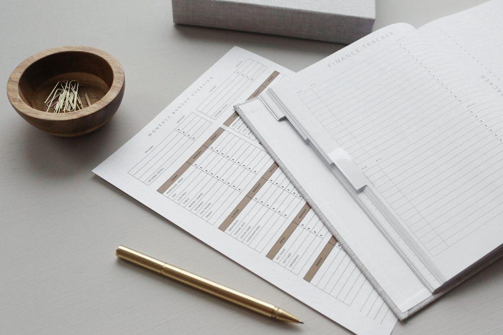 master-bedroom-ideas-budget-book-pen
