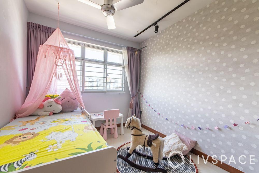 childrens-bedroom-polka-dot-wallpaper-play-horse