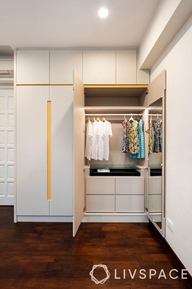 parquet-flooring–white-walls–dark-parquet
