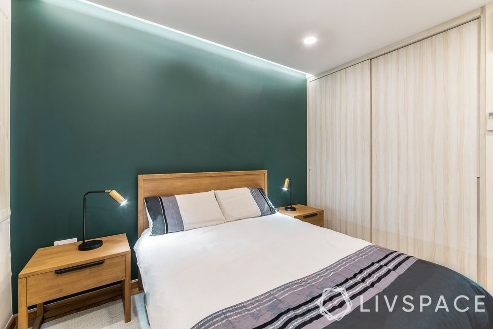 sliding-door-wardrobe-turquoise-wall