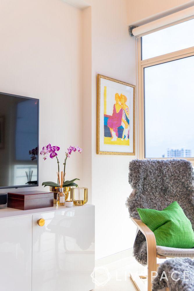 2-bedroom-condo-accent-chair-grey-throw